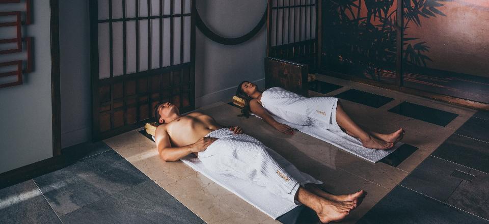 Ganbanyoku – właściwości i działanie sauny japońskiej